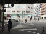 駅前コンビニ